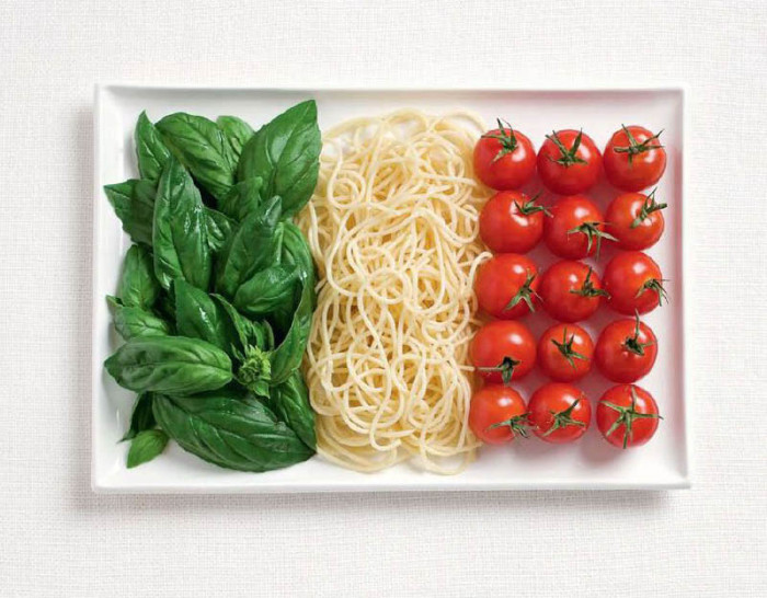 italy-flag-made-from-food-700x546.jpg