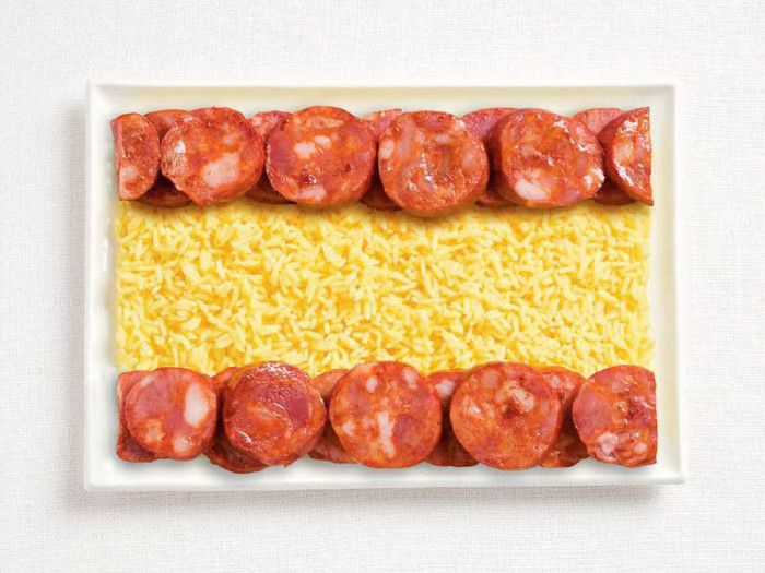 spain-flag-made-from-food-700x525.jpg