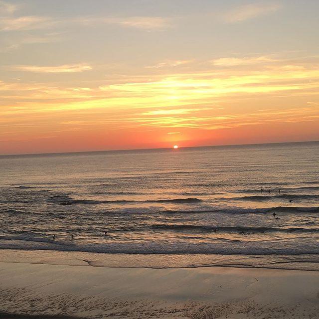 Summer sunset !! So good!! #ecoledesurfbiarritz #biarritzsurfschool #coursdesurf #sunset #surfinglessonbiarritz#biarritz#biarritzenete
