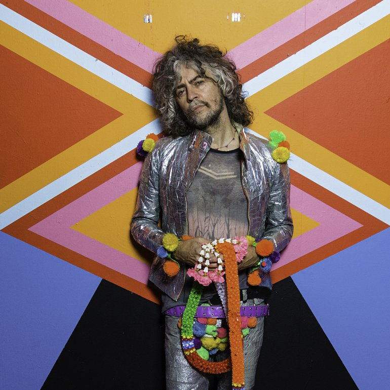 """Wanye Coyne - Sound Sessions is delighted to welcome Wayne Coyne of The Flaming Lips to this episode.Michael and Kevin discuss where he drew inspiration from for his latest album, """"Oczy Mlody"""" and how he's grown as a songwriter after making such a serious impact on the music industry. Collaborating with other artists has been a key pillar in Wayne's career – we pull that thread and discuss his recent tour with Disney star,Miley Cyrusand contrast that experience with being on the road with his main project,The Flaming Lips. An influential persona,Waynehas struck a chord with his quirky, etherial, art to life songwriting that rings louder than ever with this new album. Enjoy the interview."""