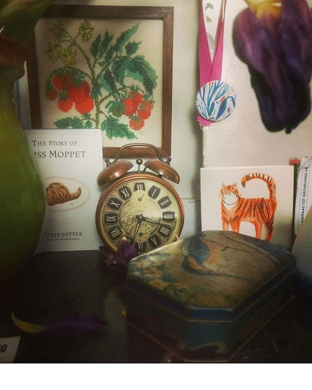 Horder #antique #bedroom #home #illustration #tin #tinbox #tulips #wiltered #purple #beatrixpotter #missmoppet #embroidery #tiger #medaille #mirror #flowers #botanical #interior