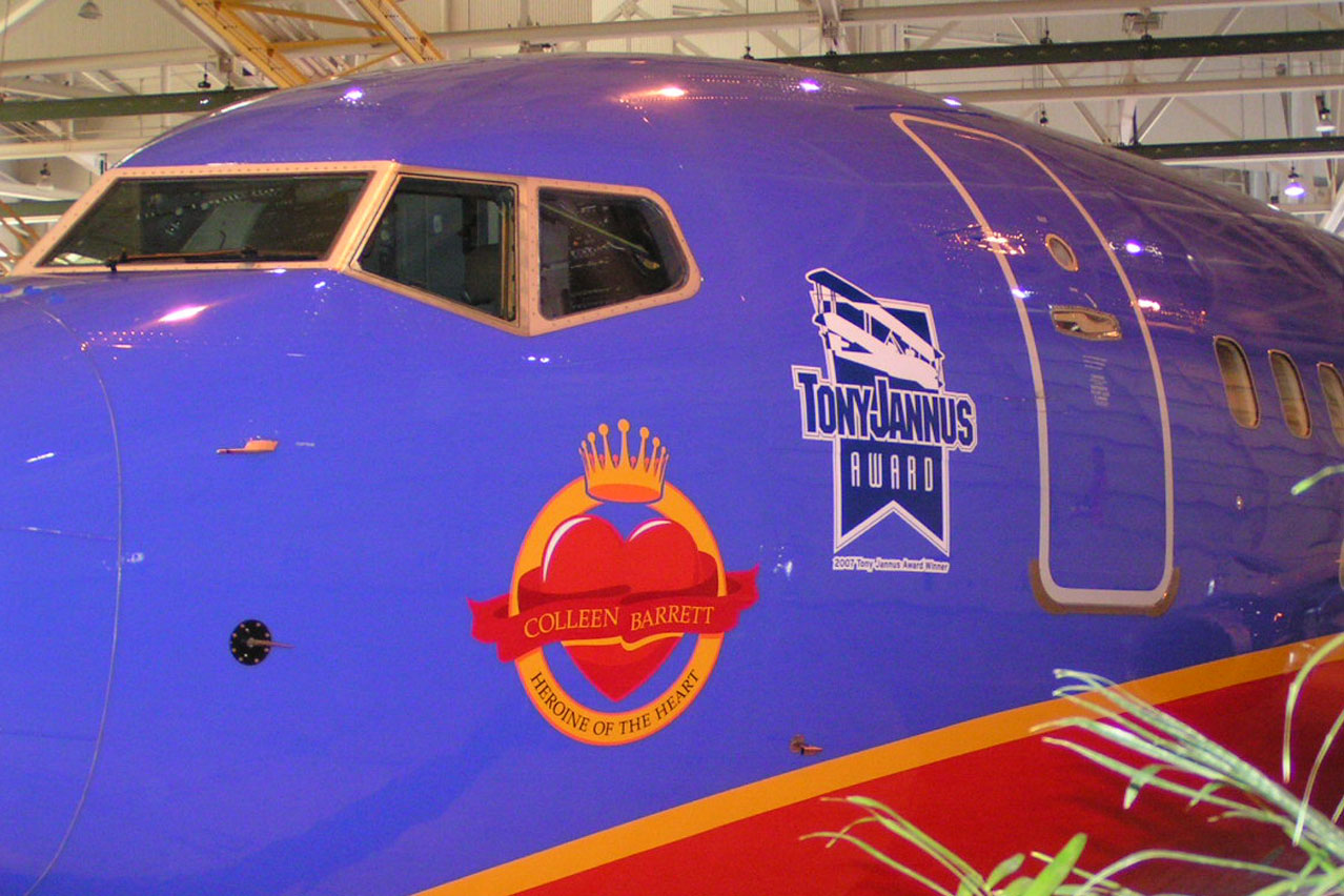 SWA 737 'Heroine of the Heart' Nose Art - 1, 4 Apr '07.jpg