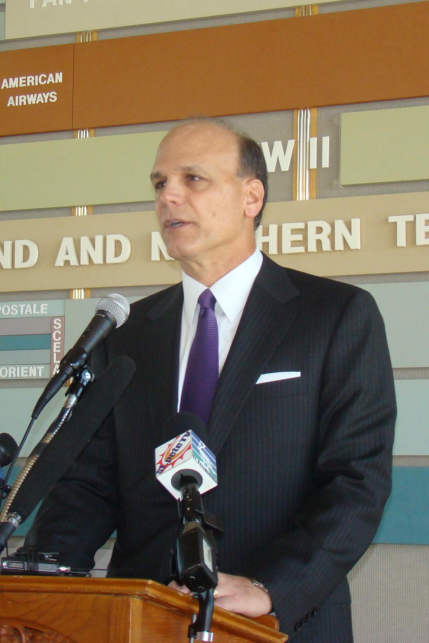 Gary Spulak, President of Embraer Aircraft Holding-2, 14 Mar '12.JPG