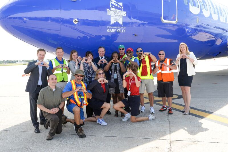 Steve Goldberg, SWA VP Ground Operations with SWA Associates after press conference 2, 20 May '16.JPG