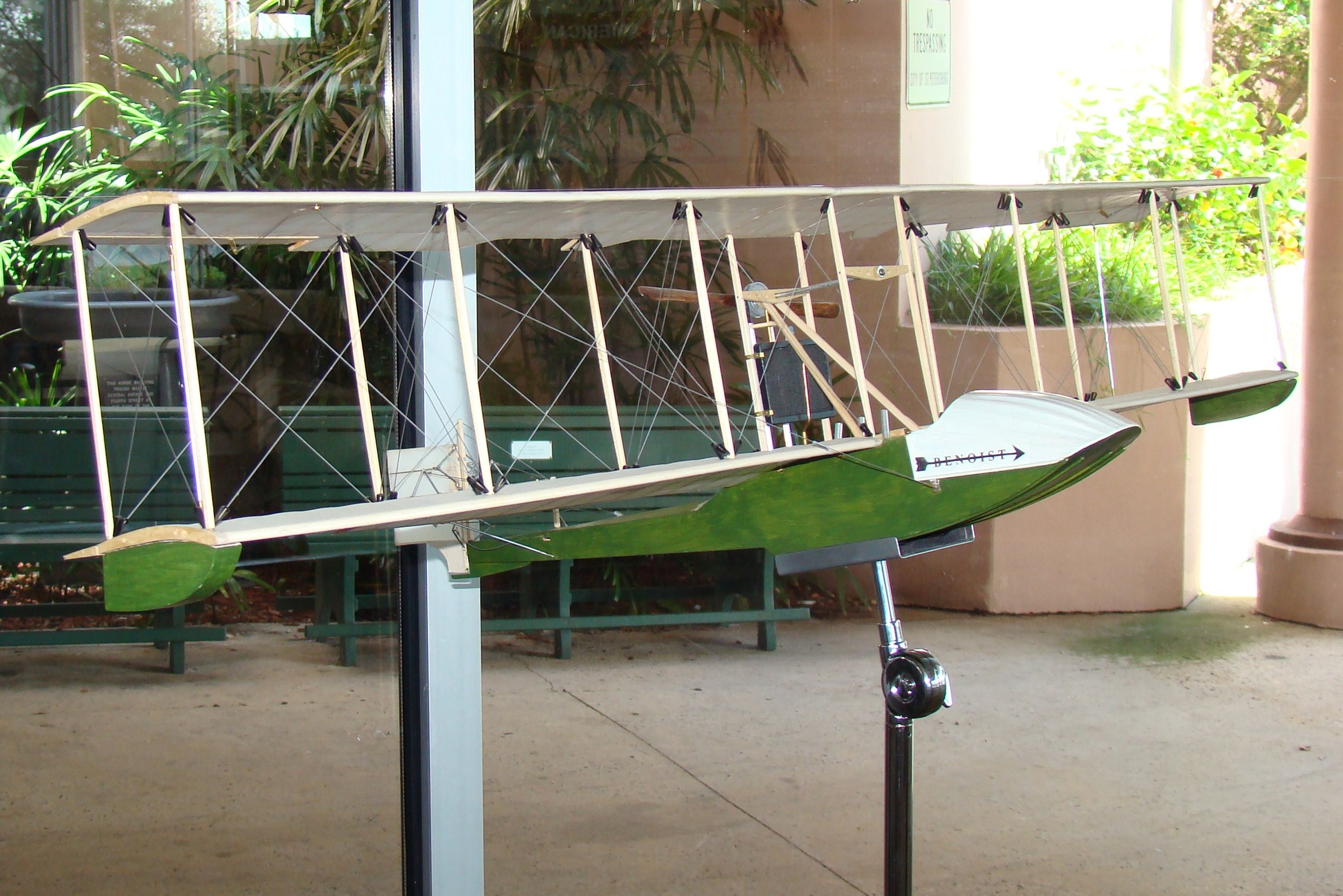 Model of Benoist Airboat, 14 Jun '12.JPG