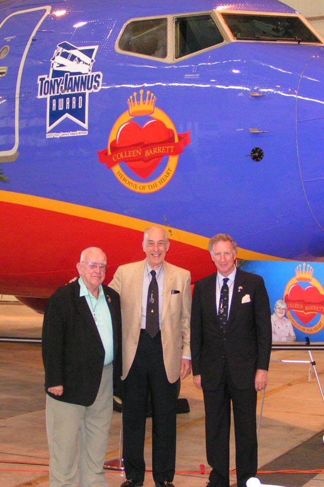 Bob Cutler, Me, and Colin Howgill @ Nose Art, 4 Apr '07.jpg