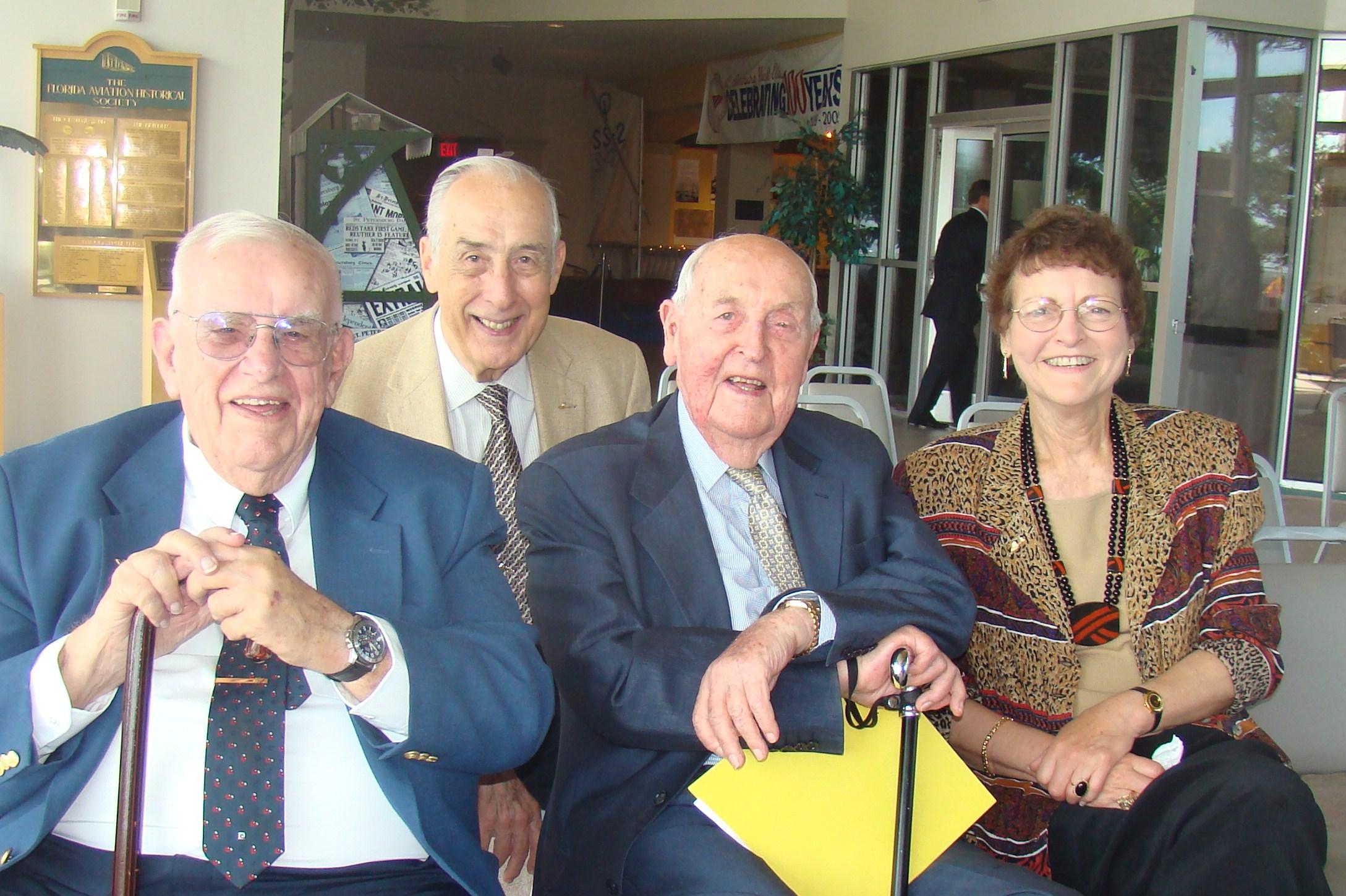 Bob Cutler, Dick Newton, Sir Lenox, & Kim Michel @ Press Conf., 5 Nov '09,.JPG