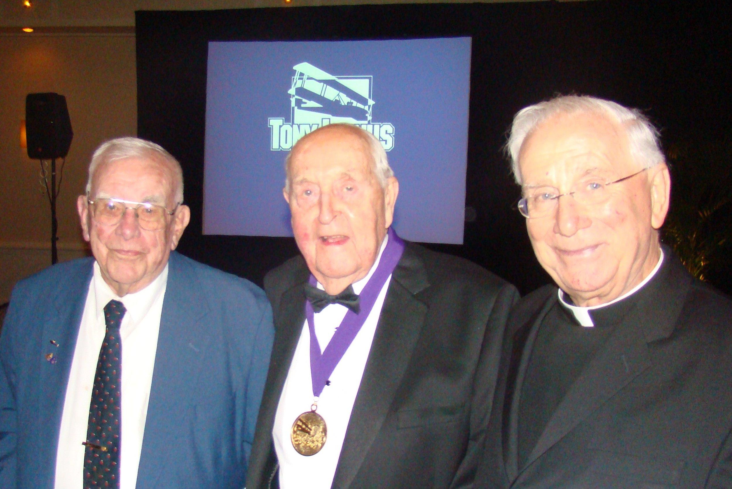 Bob Cutler, Sir Lenox Hewitt & Msgr. Higgins @ Banquet - 1, 5 Nov '09.JPG