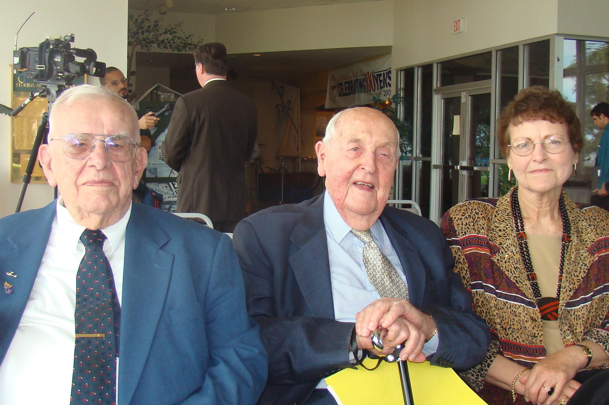 Bob Cutler, Sir Lenox, & Kim Michel @ Press Conf., 5 Nov '09.JPG
