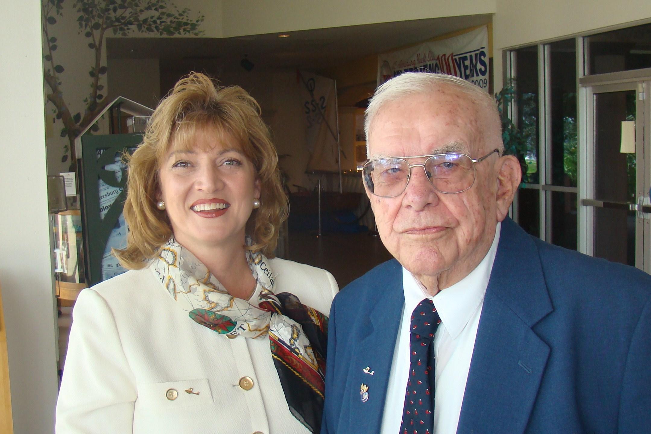 Colleen Picard & Bob Cutler @ Press Conf., 5 Nov '09.JPG