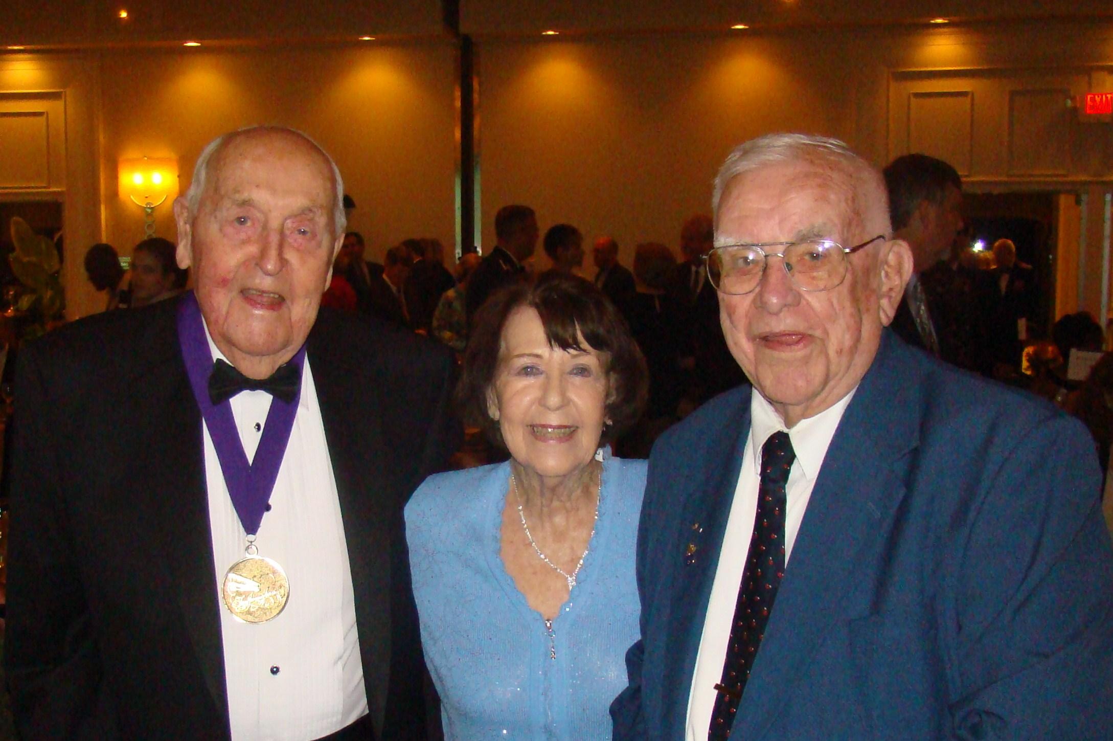 Sir Lenox Hewitt, Ruth Newton & Bob Cutler @ Banquet, 5 Nov '09.JPG