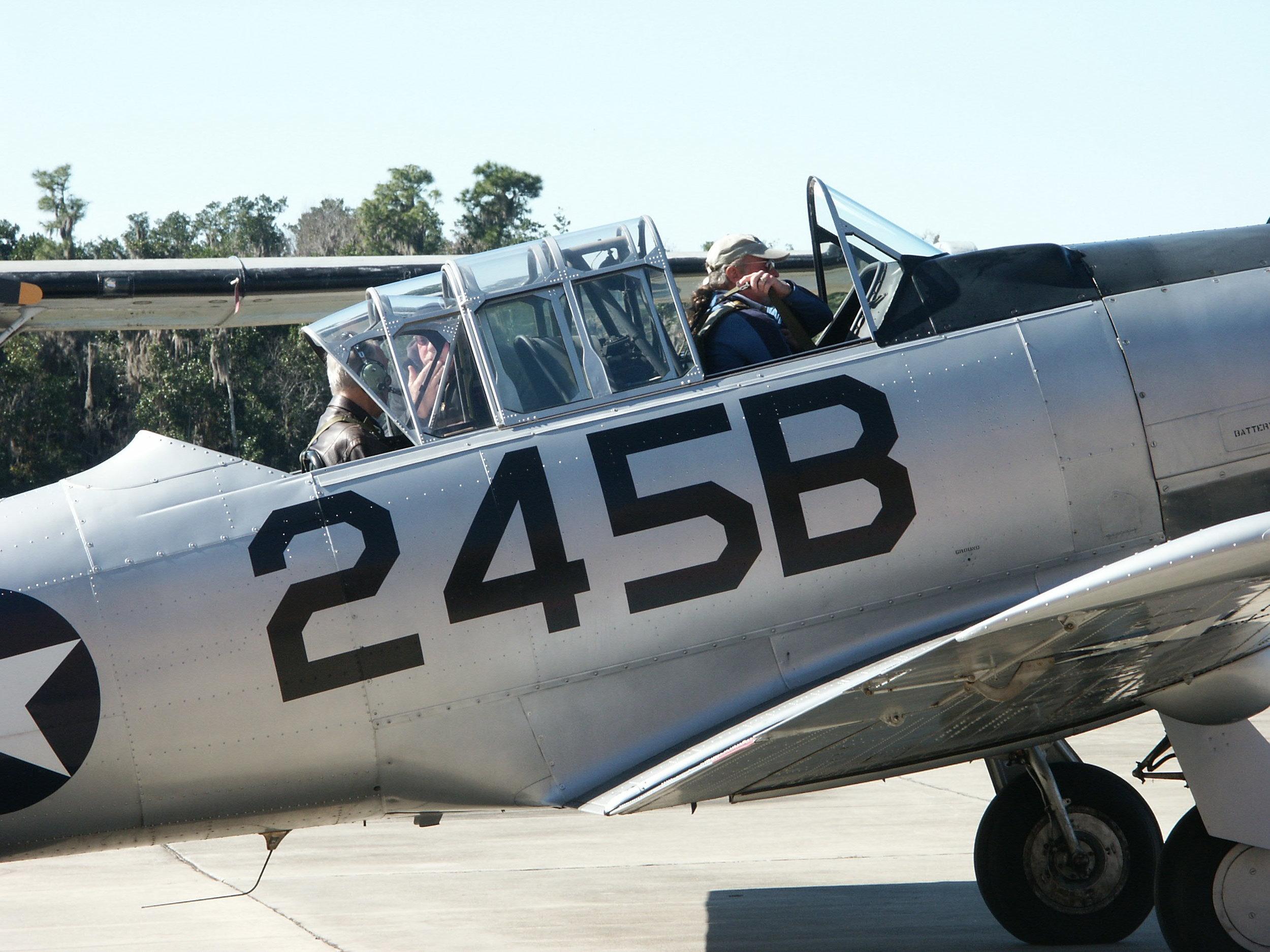 Kermit Weeks & Me in T-6 @ Fantasy of Flight - 2, 6 Jan '10.jpg