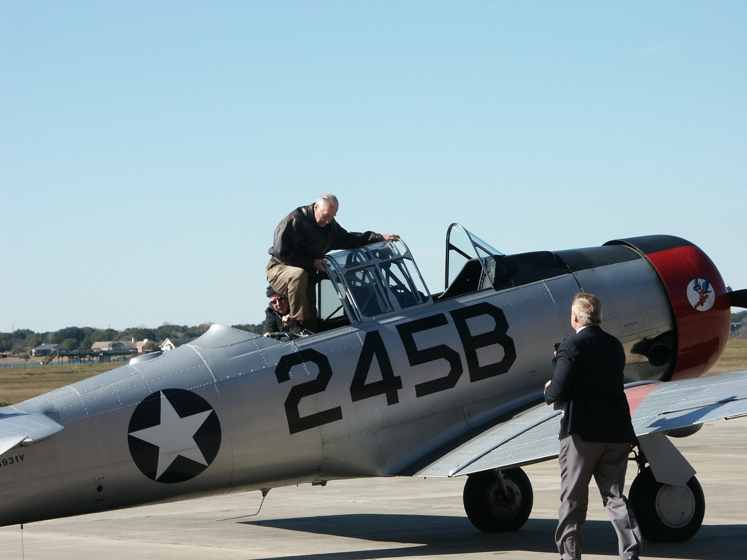 Me after completing first T-6 flight since Mar '53, 6 Jan '10.jpg