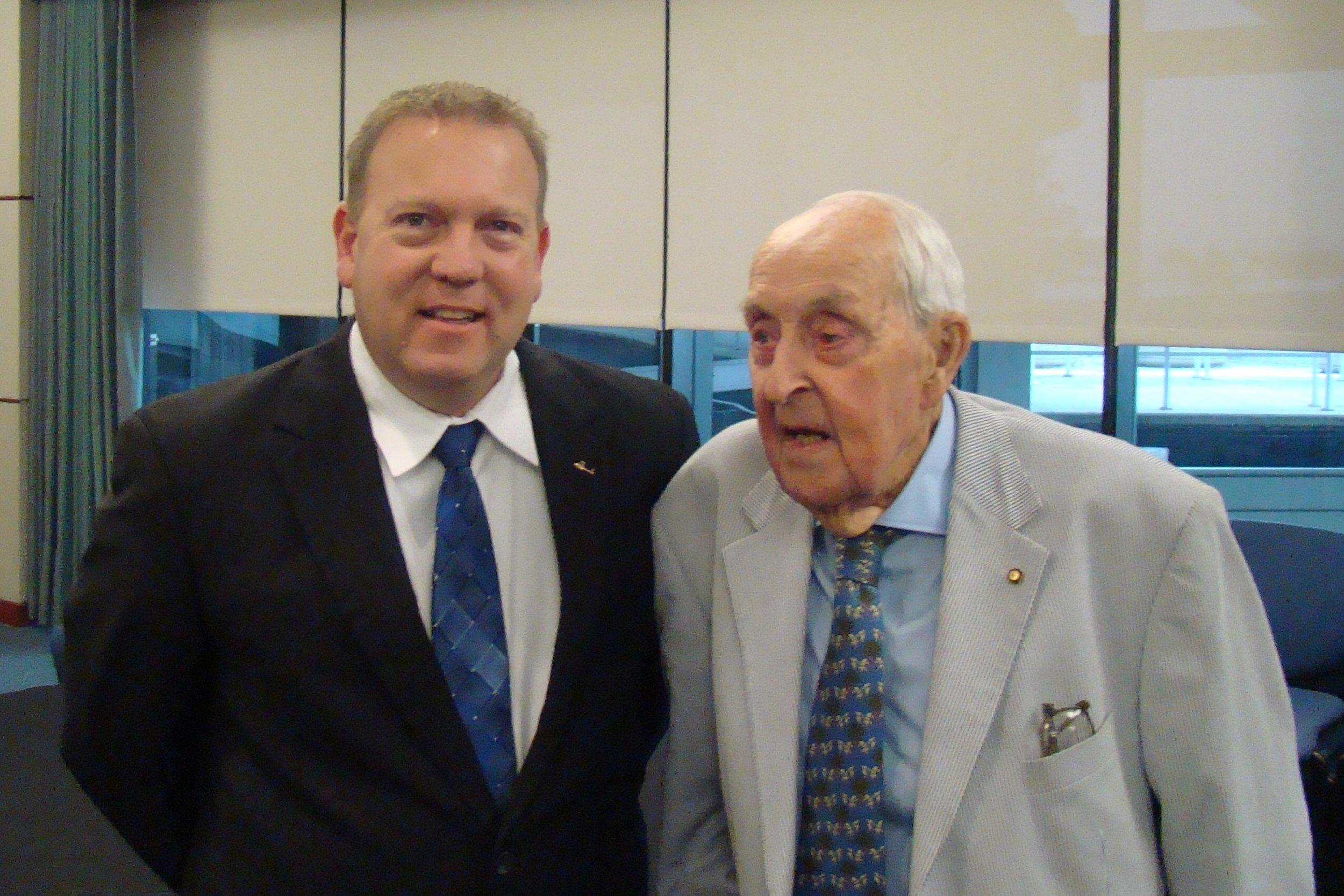 Bill McGrew & Sir Lenox Hewitt, 15 Nov '13.JPG