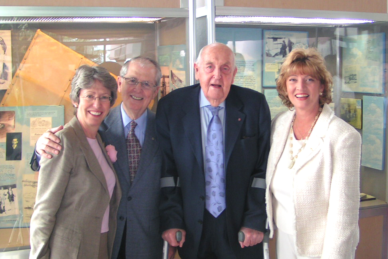 Patricia Hewitt, Claude Taylor, Sir Lennox Hewitt & Colleen Picard @ Press Conference, 25 Oct '07.jpg