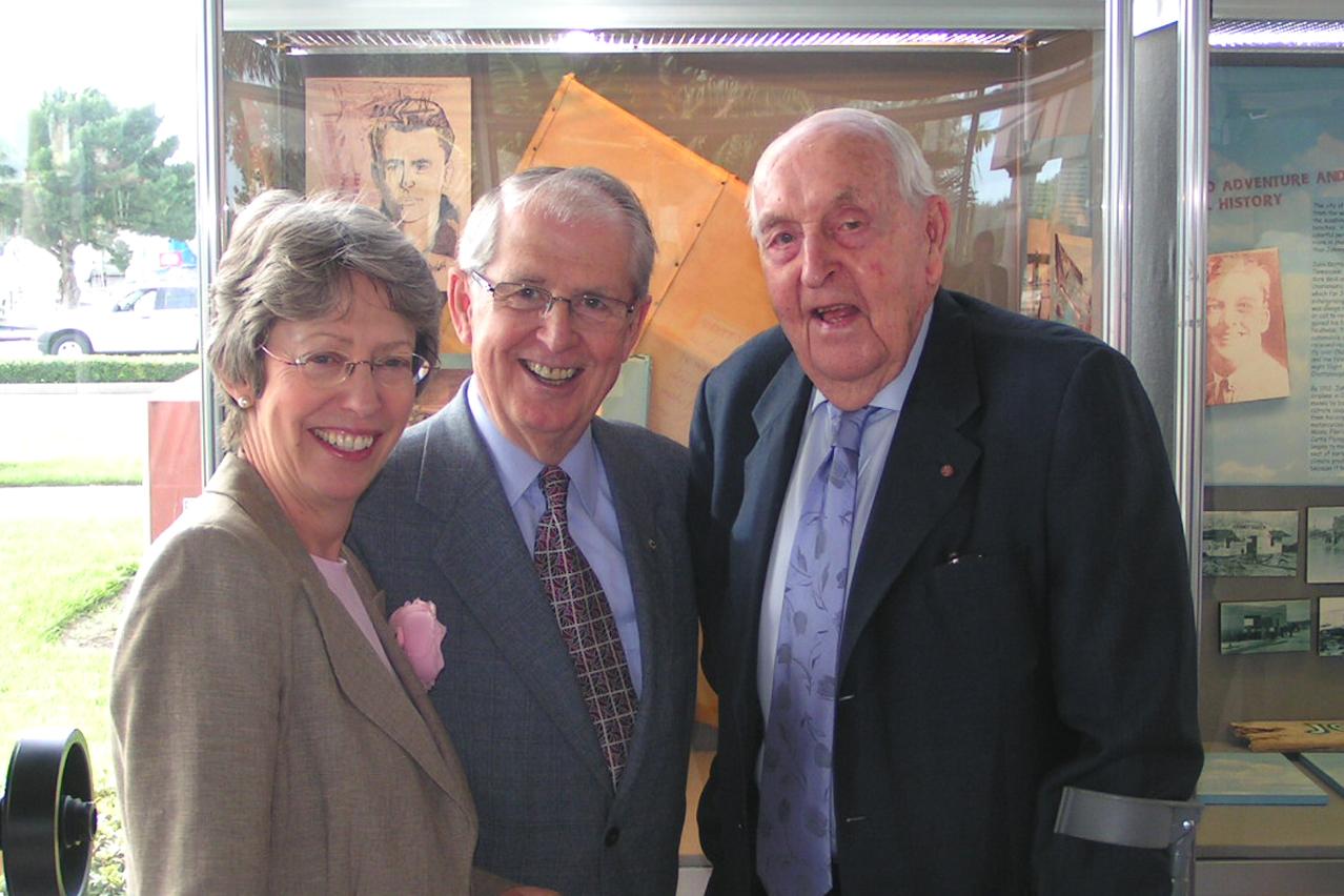 Rt. Hon. Patricia Hewitt, Mr. Claude I. Taylor & Sir C. Lennox Hewitt @ Press Conference, 25 Oct '07.jpg
