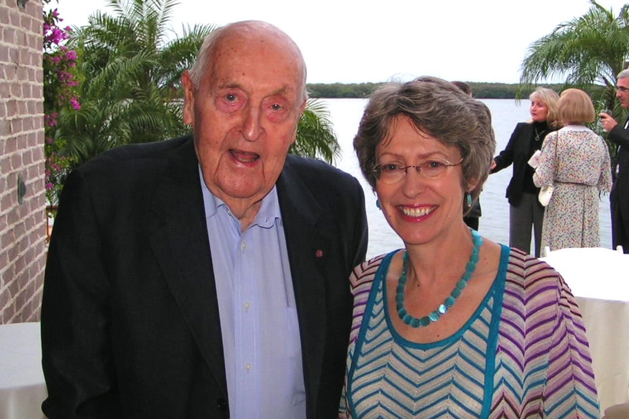 Sir C. Lennox Hewitt & Rt. Hon. Patricia Hewitt, M. P., @ VIP Reception, 24 Oct '07.jpg