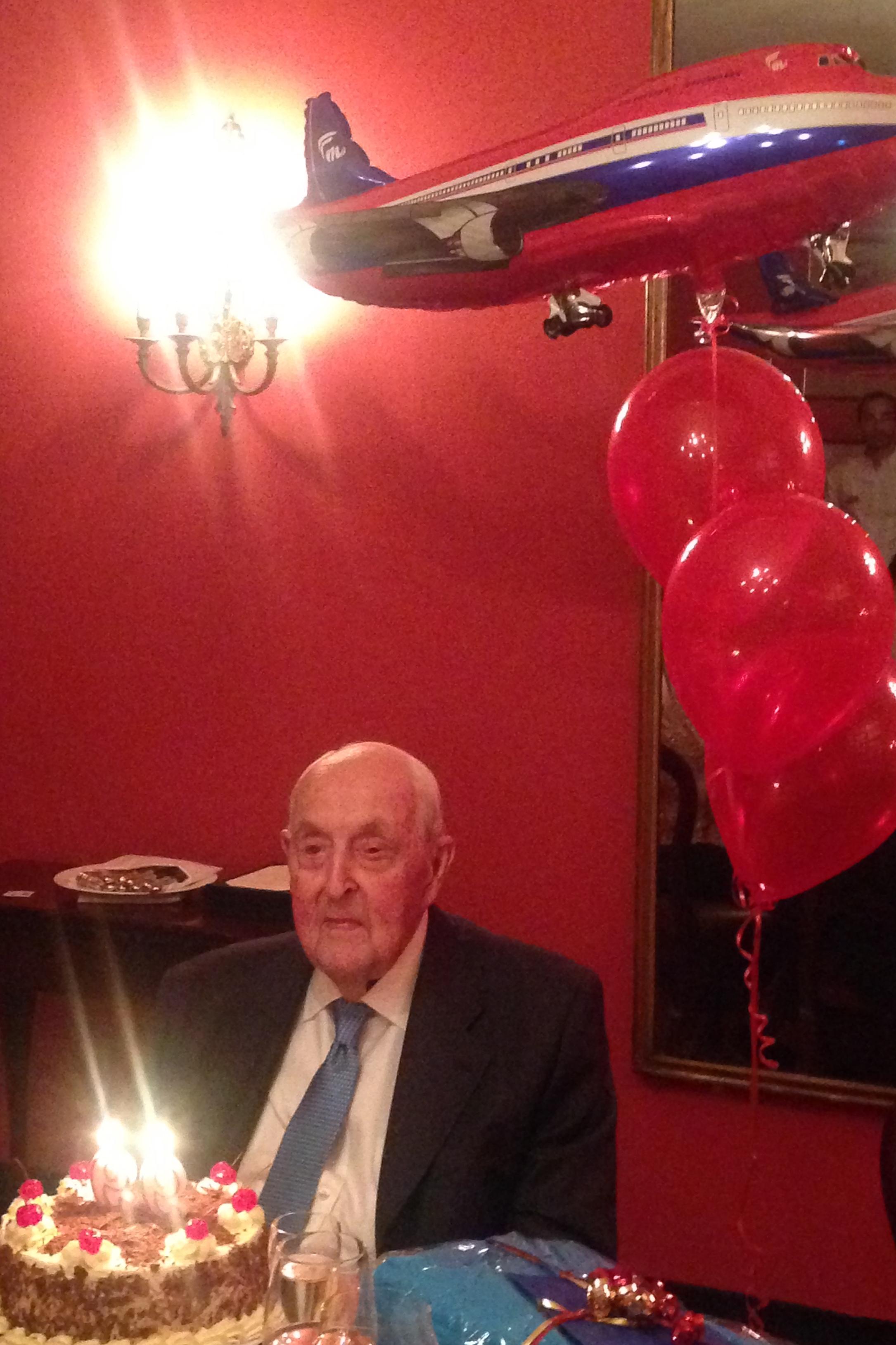 Sir Lennox celebratimg 99th Birthday at Union Club, Sidney - 2, 7 May '16.JPG