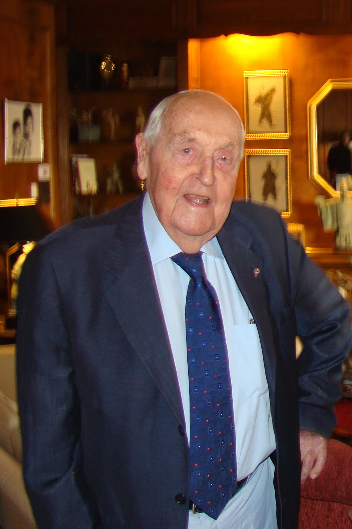 Sir Lennox Hewitt, 29 Oct '08.jpg