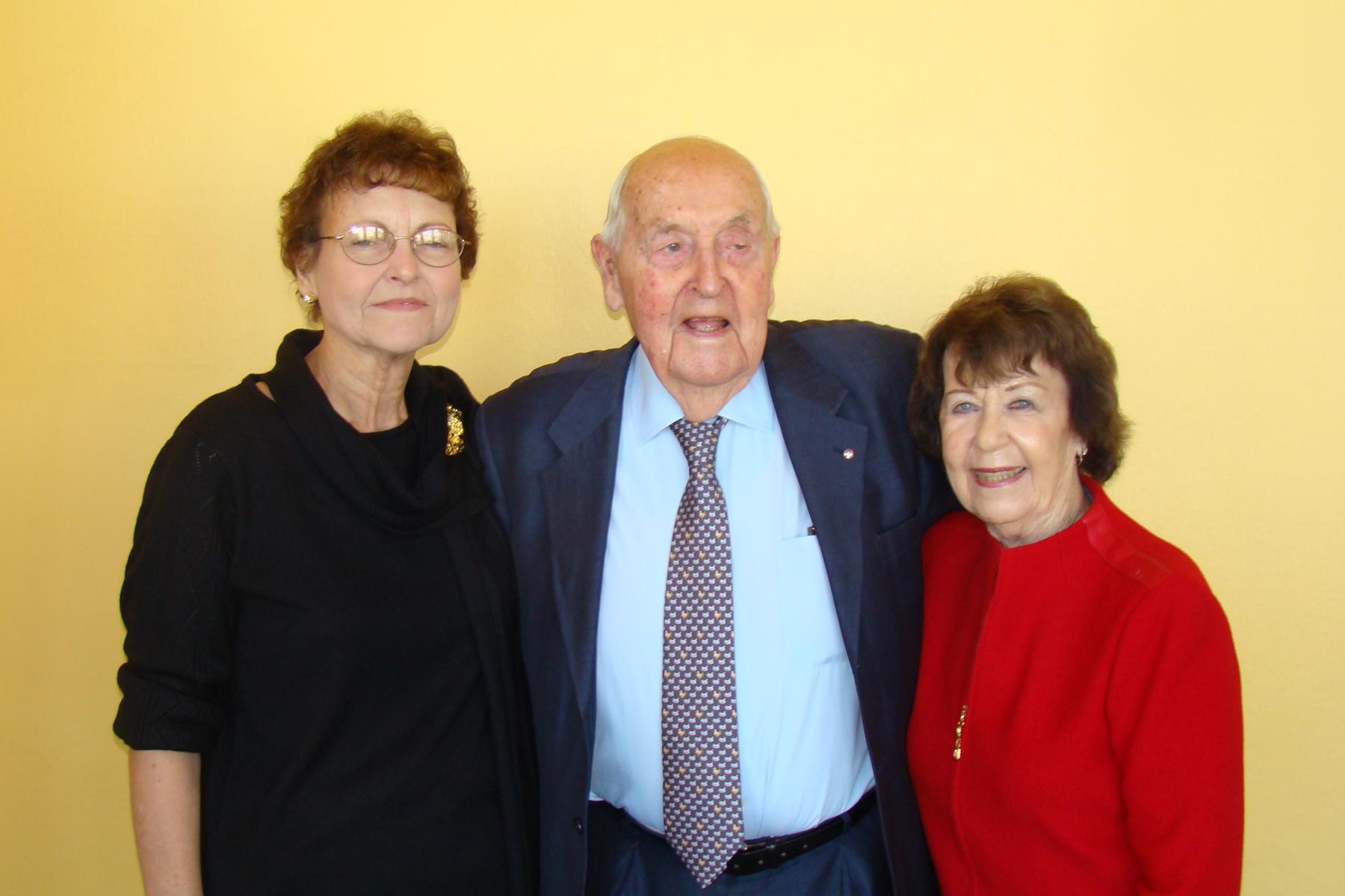 Sir Lennox Hewitt, Kim Michel & Ruth Newton - 1, 30 Oct '08.jpg