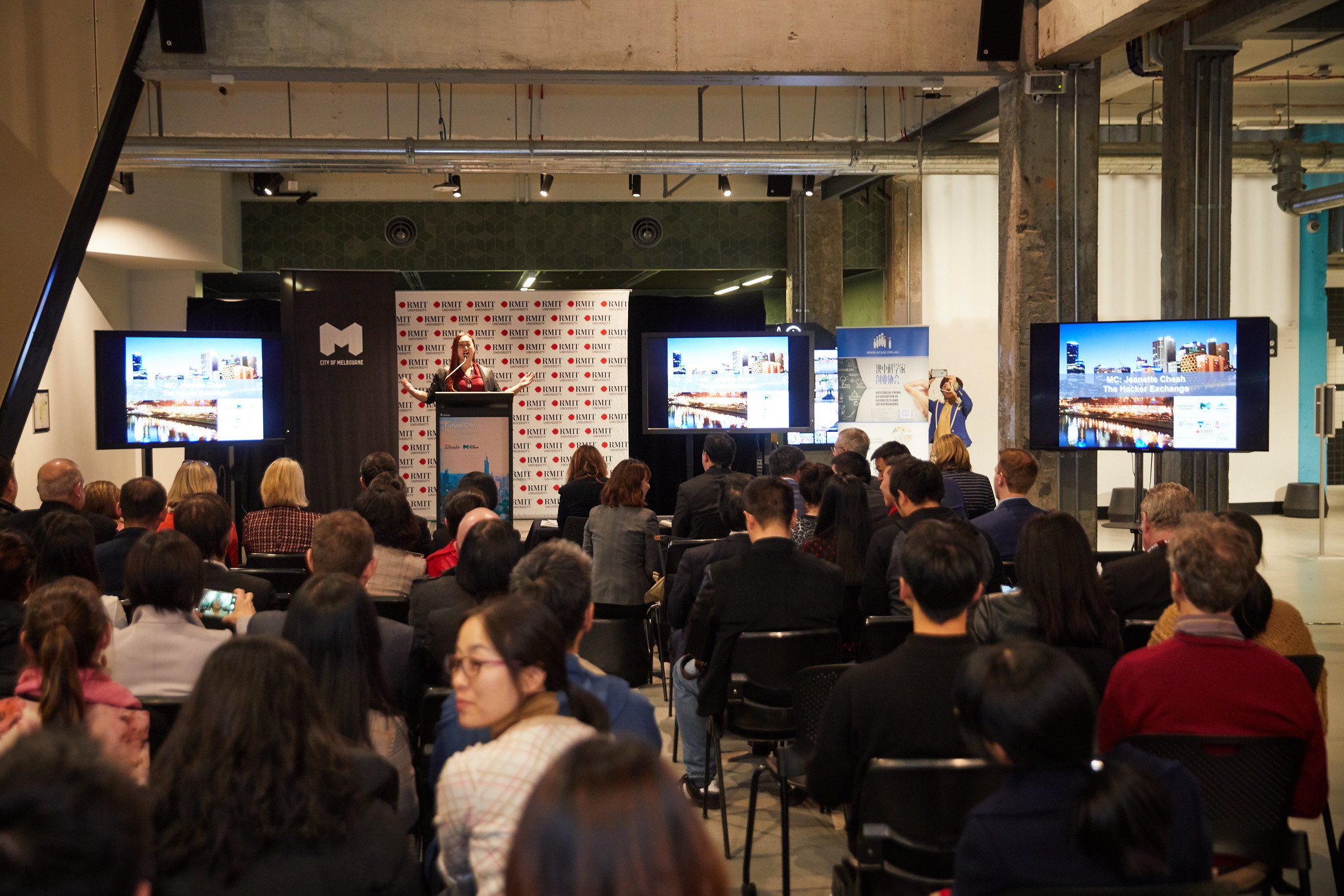 - MC duties at the Jiangsu-Victoria Startup Competition Final for the City of Melbourne & Nanjing, China. Venue: RMIT Media Room