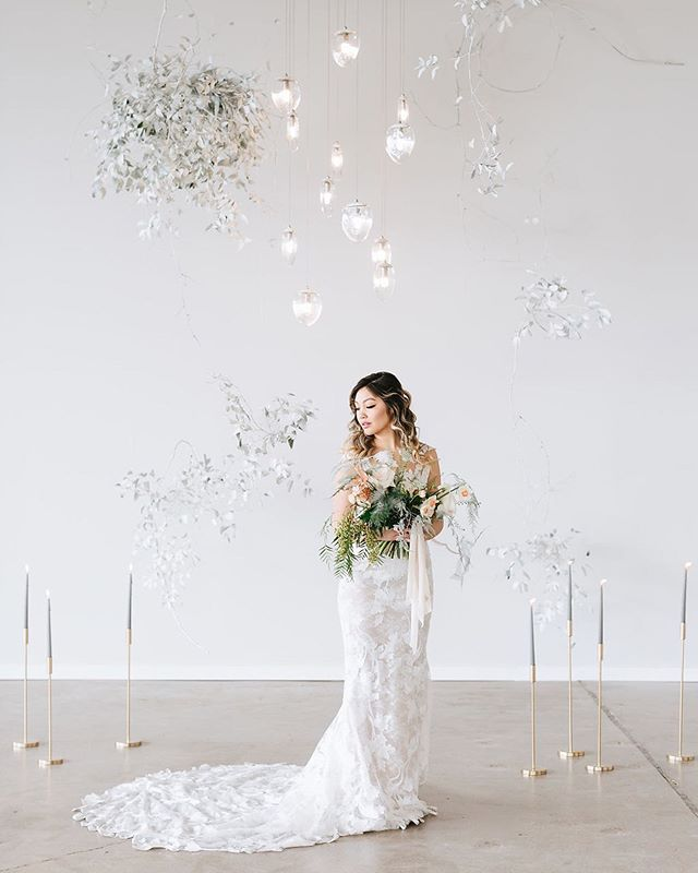 Are you looking for the perfect venue for your wedding? Check out the @theholdenroom! We are a full-service wedding venue with all of the amenities for your big day. 💍 📸: @tiffanykokal . . . . .