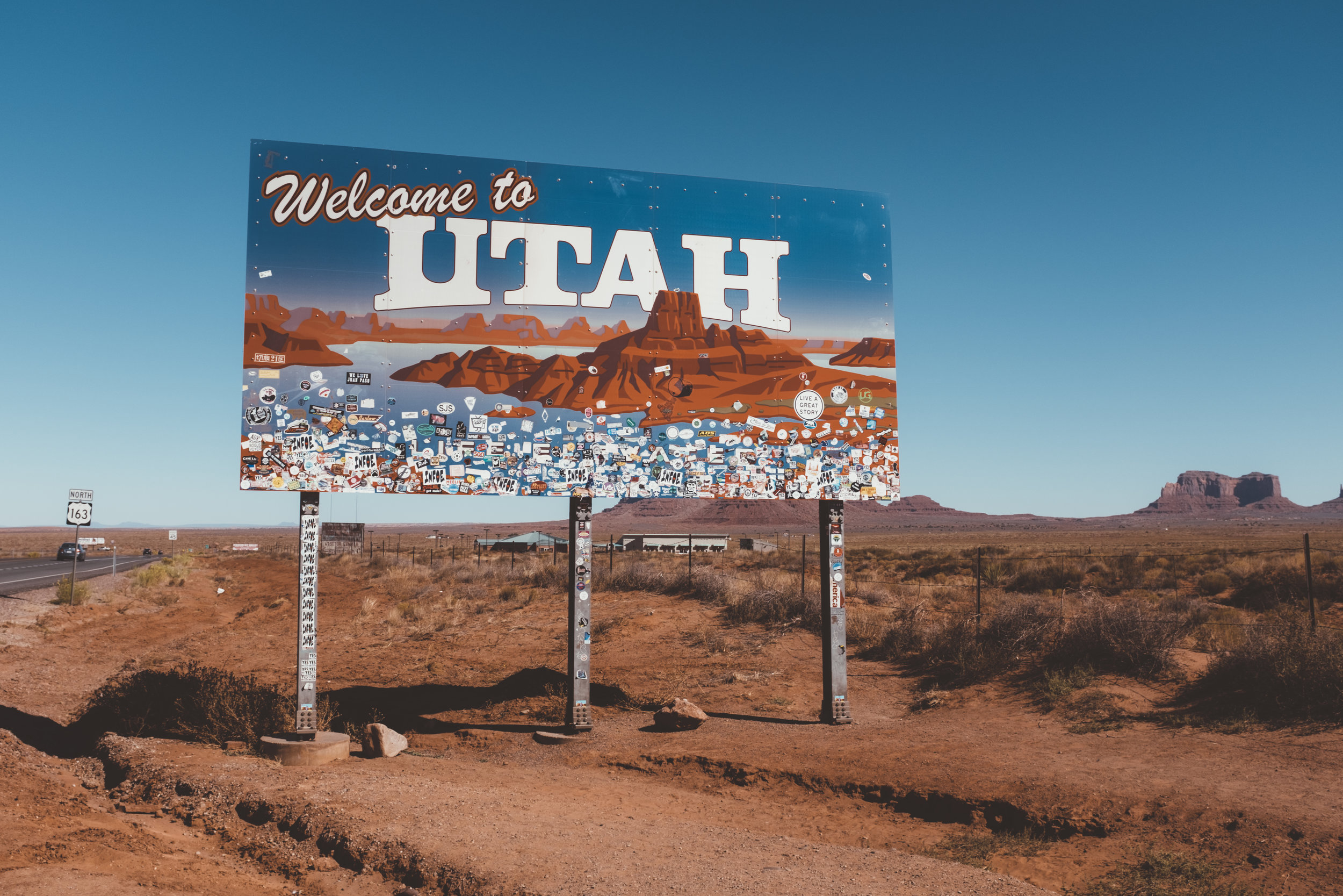 'Welcome to Utah' - on the border with Monument Valley