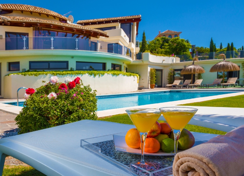 Fruit and cocktails by the swimming pool at Villa El Cano, DSV Collection, Marbella