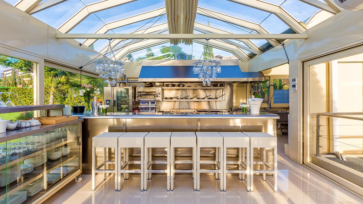 Professional kitchen in Villa El Cano
