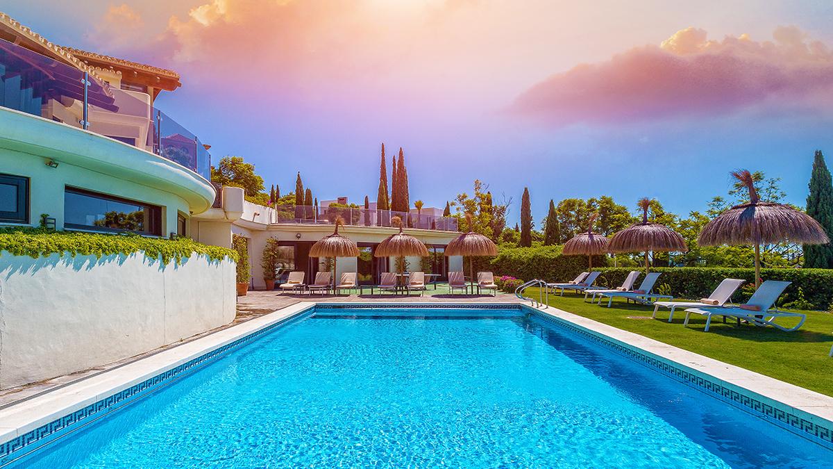 19 Swimming Pool.jpg