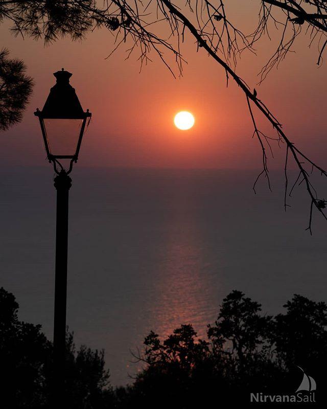 Desde quando comecei a me interessar por fotos, nos lugares que passo tomo mais tempo para poder observar tudo. Se eu estiver com a máquina em mãos então, pode sair uns registros como esse. Espero que gostem! 😉 . . . . . #mallorca #sunset #tramuntana #serradetramuntana #outsideliving