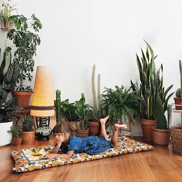 All three of our kids have never really used our sofas. They might sit on them for a bit but then they are straight on the floor we encourage it as they are more comfortable on the floor! When I saw this beautiful mattress from @jaminidesign I knew it was perfect and it's become a permanent fixture on our front room floor! 🌿🌵#gifted