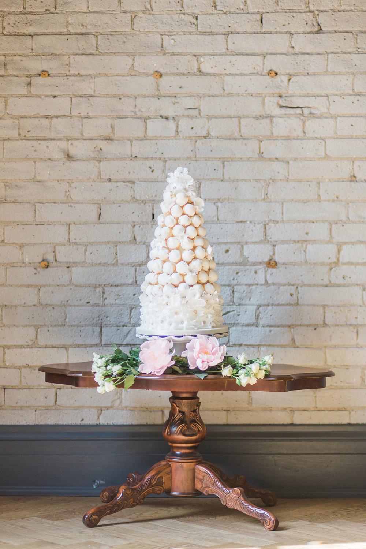 Story's Building Toronto  - Cake Design, Flowers by Bluumblvd