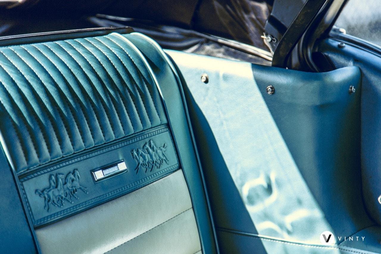 Vinty-classic-car-rental-1965-Ford-Mustang-GT-min.jpg