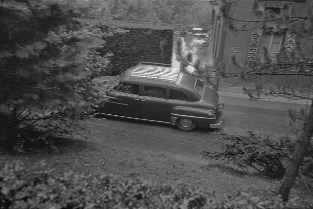 audrey-hepburn-mel-ferrer-wedding-car-driving-away.jpg