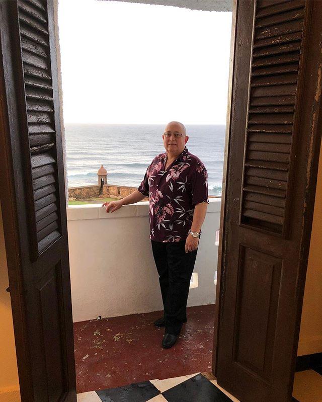 Hola amigos, quiero compartir con uds. las bellezas de San Juan y Cayey, Puerto Rico, las que disfrute durante mi viaje a la Convención de Arte OMAI y en donde participamos artistas y personas inspírante de varios países, en la cual sucedieron lindas experiencias tanto en el arte como en labores sociales en colegios, con los niños hospitalizados, ancianos y personas marginadas. Lo que también dejó en mi un grato recuerdo por la nobleza y cariño de su linda gente.  Hello friends, I want to share with you the beauties of San Juan and Cayey, Puerto Rico, which I enjoyed during my trip to the OMAI Art Convention and where artists and incredibly inspiring individuals from various countries participated, in which beautiful experiences occurred in both art and social work in schools, with children, elderly and marginalized people. This amazing experience also left in me with a pleasant memory for the nobility and affection of the beautiful people of Puerto Rico.