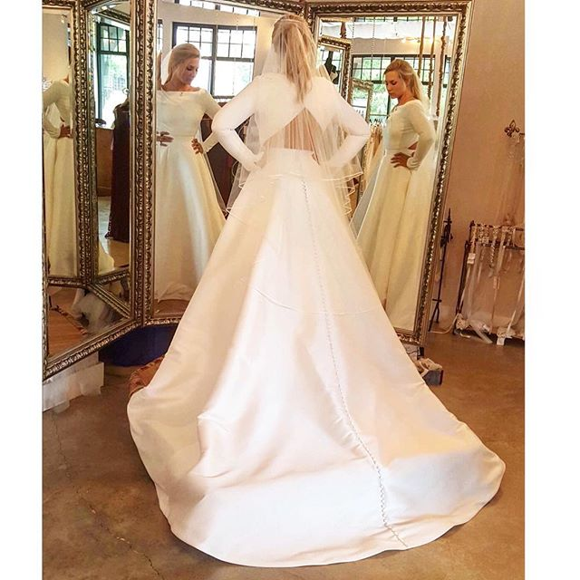 First things first: THIS DRESS HAS POCKETS!!!! This new Justin Alexander gown is so much more stunning on than we ever could have imagined and the pockets make it even better! Come see us to try it on! 😍😍😍👰🏼💕💍#bellacouture #birminghambride #weddinginspo #justinalexander