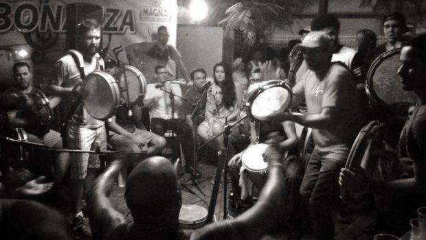 Junte de pleneros en  La Terraza de Bonanza , en el sector Machuchal de Santurce, como todos los lunes.
