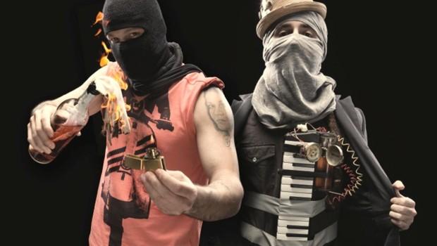 Calle 13 , asumiendo la iconografía asociada a las luchas callejeras y revolucionarias a las que quiso dar voz.