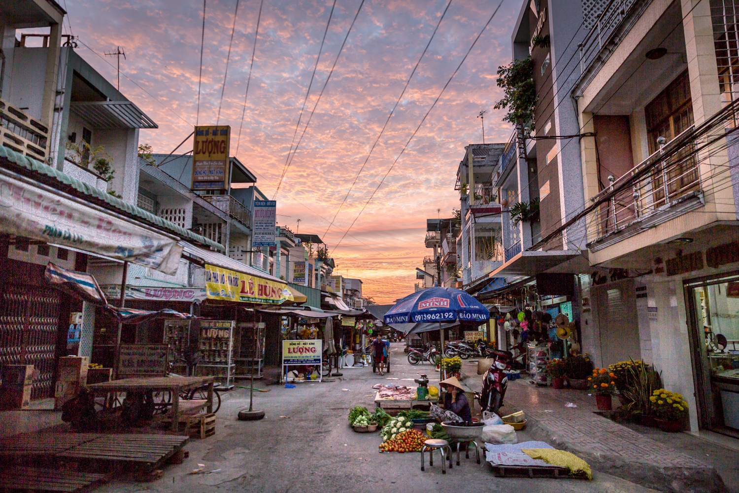 cai-be-street-sunrise-vinh-long-vietnam.jpg