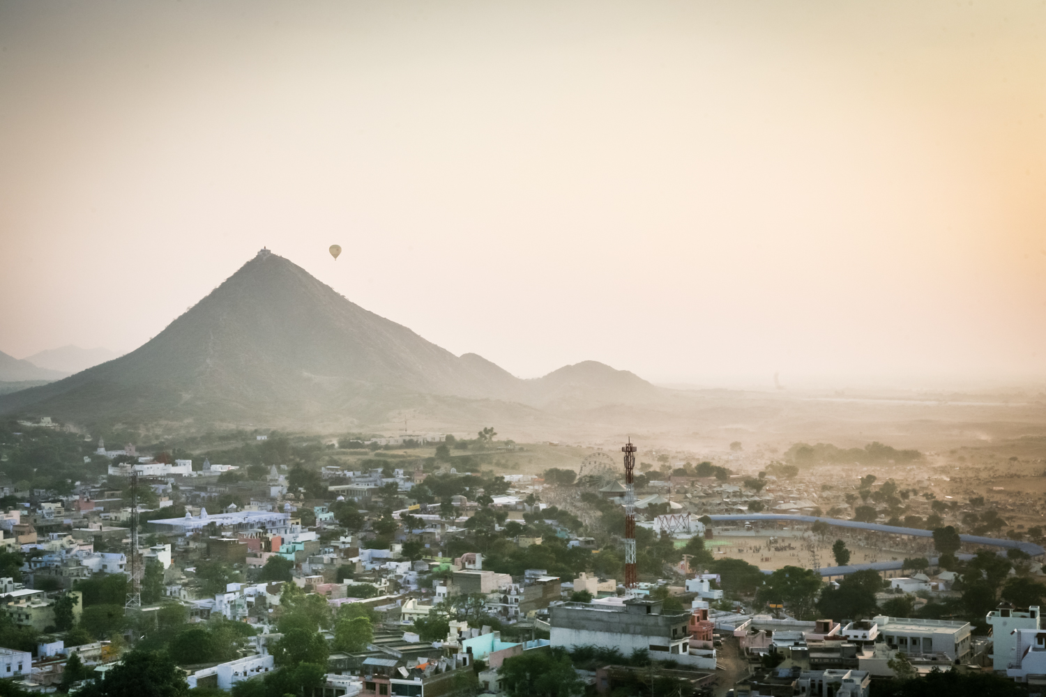 pushkar-india-hot-air-balloon.jpg