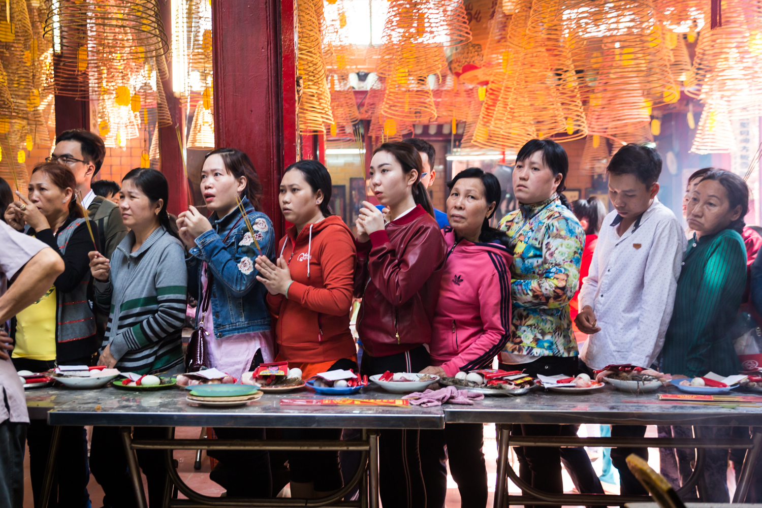 worshippers-temple-chinese-new-year-can-tho-vietnam.jpg