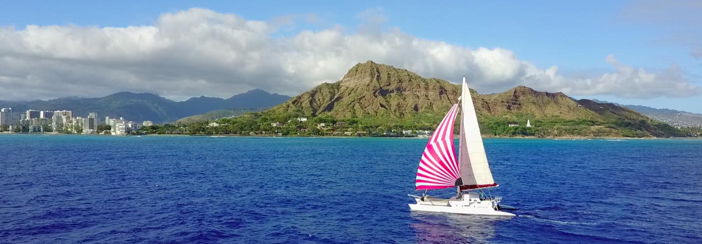 hawaii-catamaran-sailing-aveila-oahu
