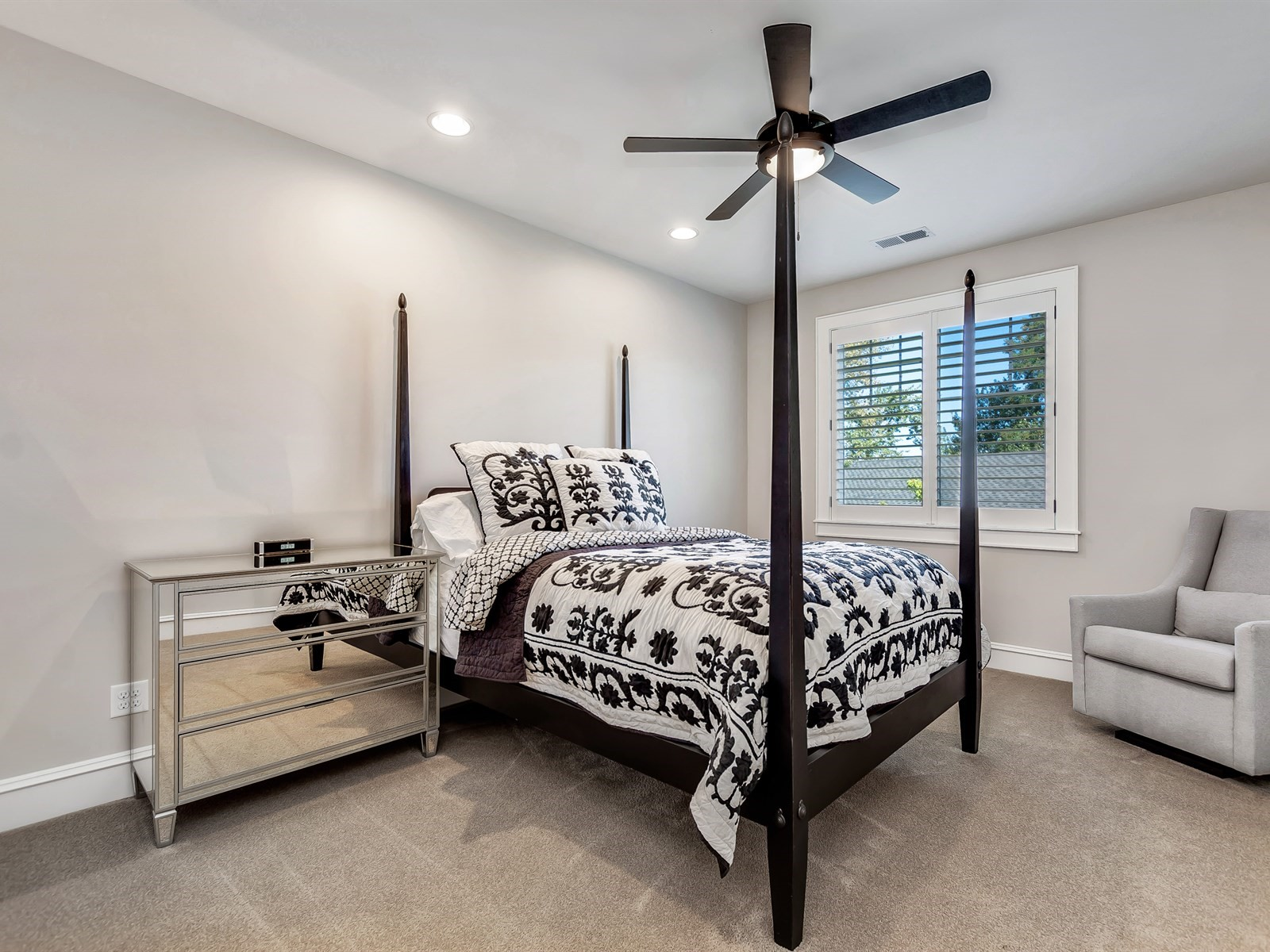 051_Bedroom .jpg