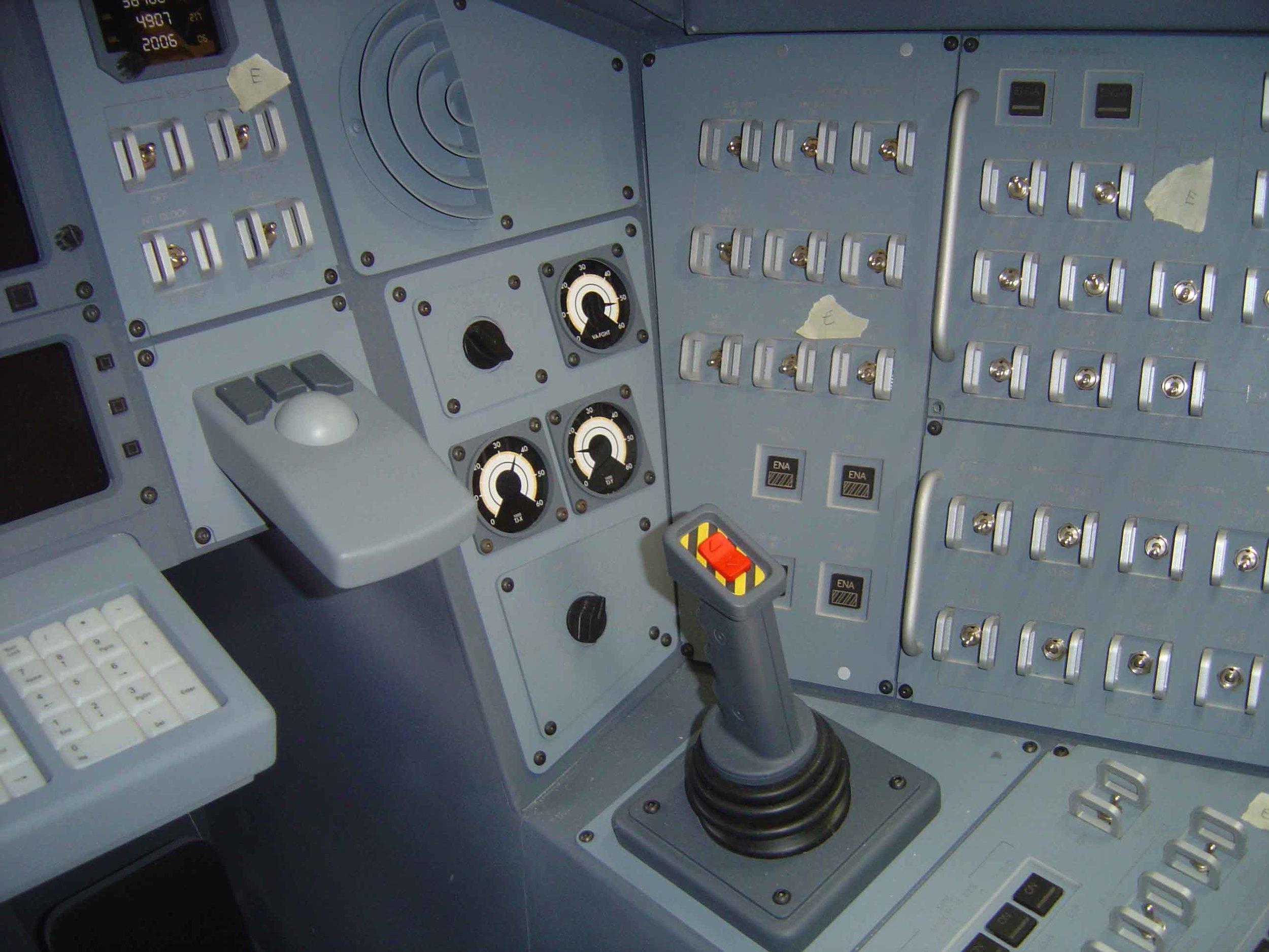 shuttle cockpit #2.jpg