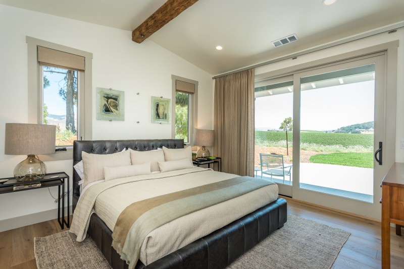 Vineyard Cottage-print-016-15-Bedroom One Suite-3000x2003-300dpi.jpg