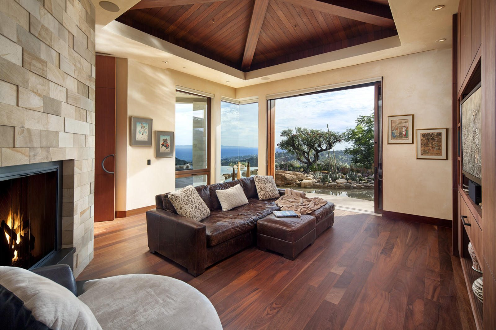 Modern-Indoor-Outdoor-Living-10-media-room.jpg