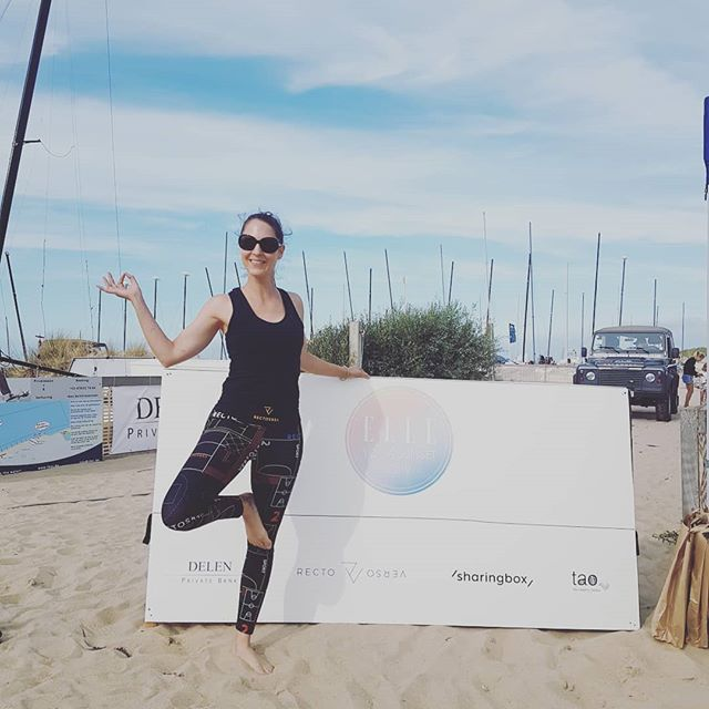 Recap of the  Elle Sunset Yoga Beach Session yesterday with @elle_belgie @ellebelgique ...a lot of sand, everywhere, but it was also a lot of fun. With @rectoversosports @taodrinks  #IlovewhatIdo