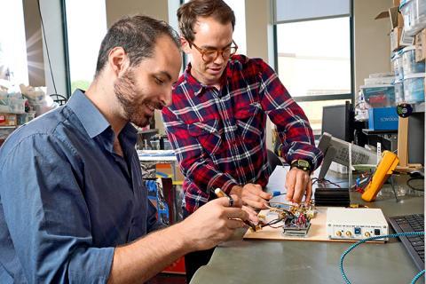CNT student members, James Rosenthal and Lefteris Kampianakis, working in Matt Reynolds's Lab