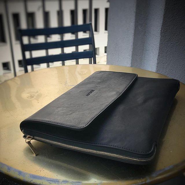 . . . . . . . . . . . #laptopbag #workstyle #workinstyle #travelinstyle #travel #menfashion #menstyle #mensstyle #mensfashion #menwithclass #menswear #leatherbag #leather #realleather #vegetabletanned #vegetabletannedleather #madeinitaly #madebyhand